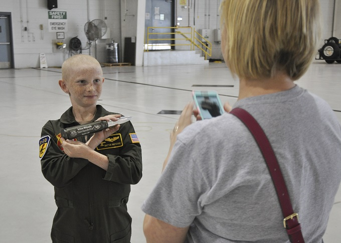 442nd FW welcomes honorary pilot